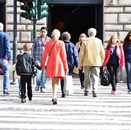 Stranieri in Italia: nel 2014 oltre 120mila acquisizioni di cittadinanza,  i dati del Dossier Immigrazione 2015 del Centro Idos