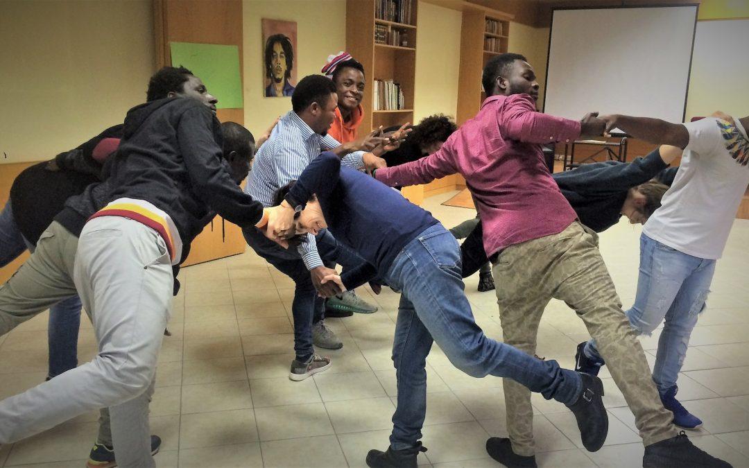 Teatro e integrazione: debutta a Roma Nausicaa valzer, lo spettacolo di Artestudio con 25 attori migranti e rifugiati