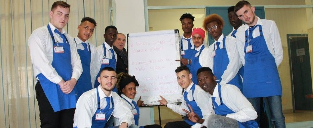 15 aspiranti baristi e camerieri in classe con la nuova formazione rivolta a giovani migranti promossa da Never Alone