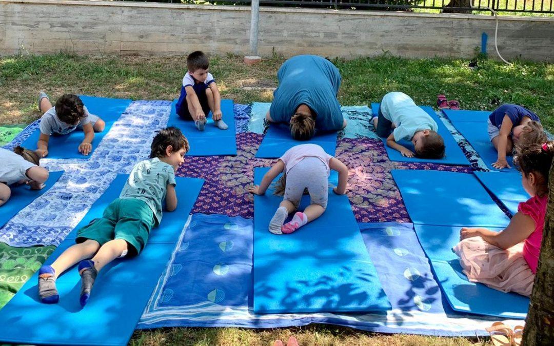 Yoga per bambini e aria aperta dal progetto Comunic-Ar(t)e 2.0